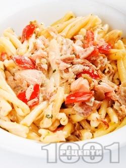 Паста със сьомга и домати - снимка на рецептата